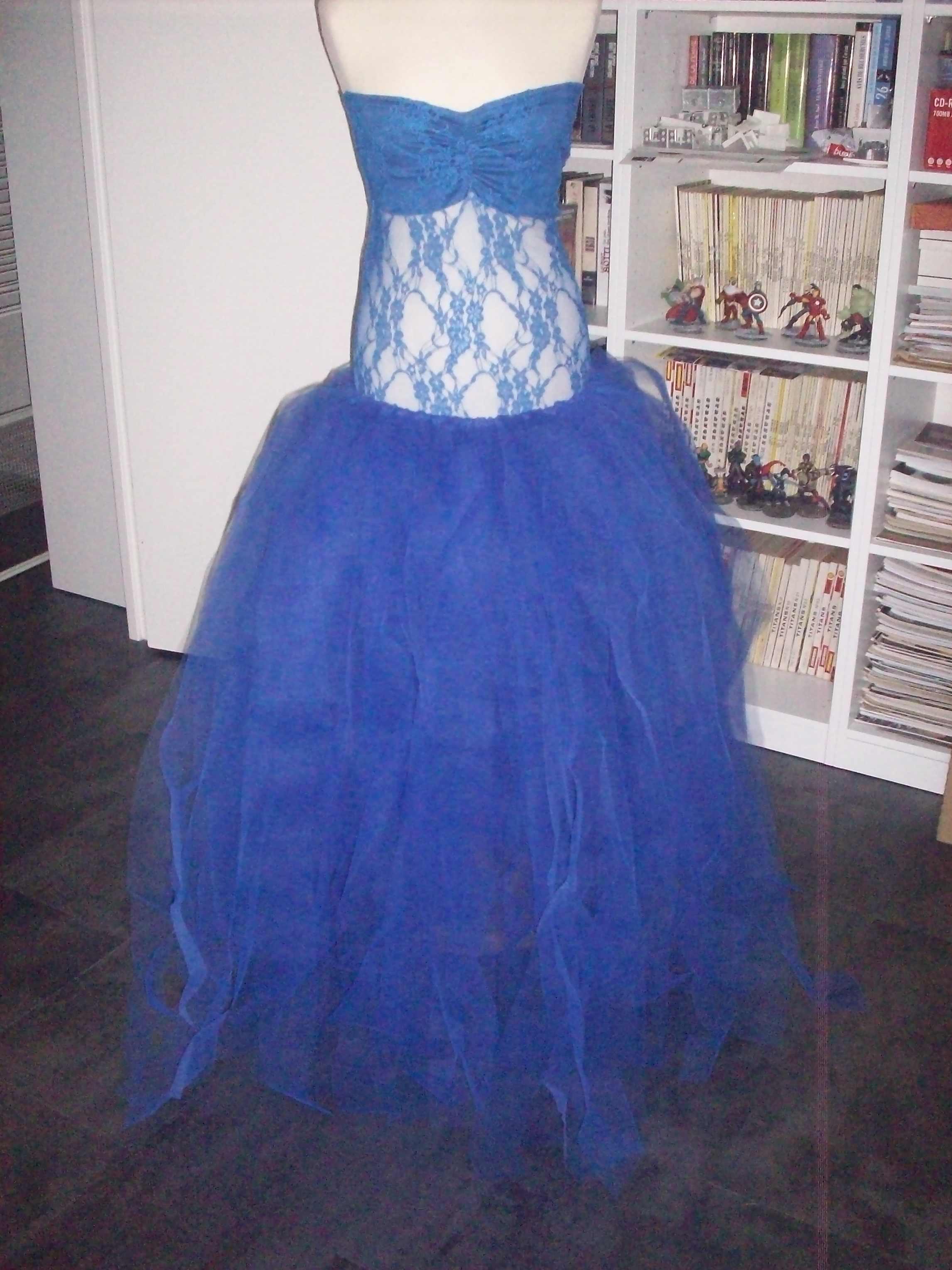 Robe grossesse Nébuleuse en dentelle et tulle pour shooting photographe bleu roi